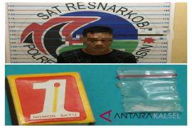 Subdit III Ditresnarkoba tangkap pria bawa narkotika