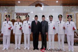 Gubernur lantik tiga pasangan kepala daerah