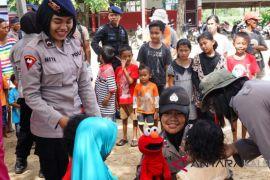 Tim Trauma Healing Polda Kalsel beraksi hibur anak-anak