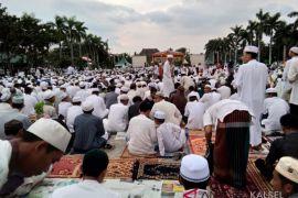 Habib Syech buat puluhan ribu warga Banjarmasin bersholawat