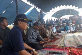 Masyarakat Desa Kayu Rabah berhasil panen padi seluas 13 Hektar