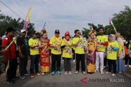 Bupati jalan santai bersama masyarakat Kelumpang Hilir