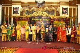 Hj Siti Wasilah Luncurkan Buku Tata Rias Pengantin Banjar