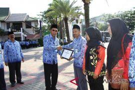 Pemenang Lomba Menghias Kampung Mendapat Penghargaan