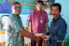 Pokmaswas Pantai Ulin HSS dihadiahi Rp3 juta tangkap penyetrum ikan