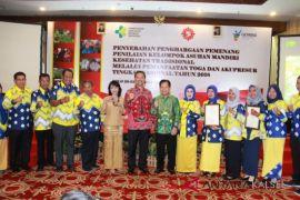 Asman Toga Lestari Ceria Raih Penghargaan dari Kemenkes