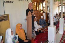 Bupati hadiri Maulid di Desa Banyiur