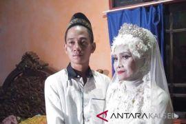 Video : Beda usia Riswan nikahi Acil Mantili hebohkan warga Negara
