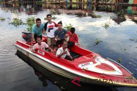 Bupati HSS berikan hibah speed boat untuk BPK Daha