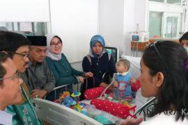 Bupati Jenguk Bayi Pengidap Jeune Syndrome