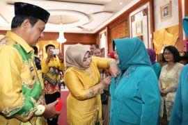 Gubernur minta perempuan tingkatkan kiprahnya dalam pembangunan