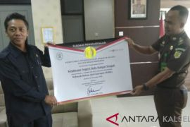 Kejari HST terima penghargaan WBK dari Kementerian PANRB