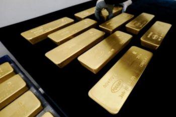 Emas turun tertekan penguatan dolar AS dan imbal hasil obligasi