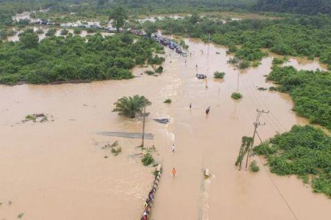 Luapan air Sungai Angsana rendam Trans Kalimantan