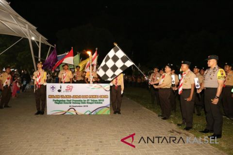 Bupati HSS lepas peserta pawai obor peringati hari Pramuka