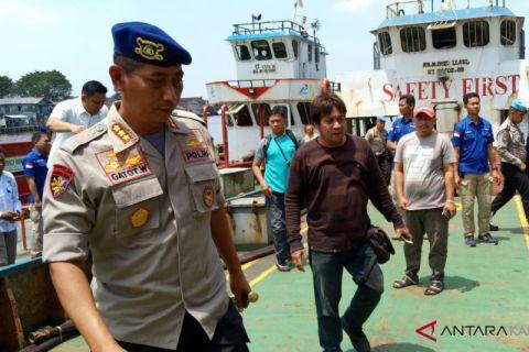 Dua kapal bermuatan 30 ton BBM ilegal ditangkap di Selat Laut Batulicin