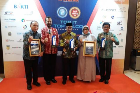 Regent Banjar and PDAM Intan win awards
