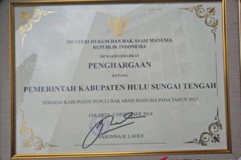 HST receives human rights award