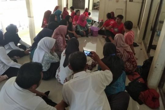 Siswa Banten  belajar tari Baksa Kembang