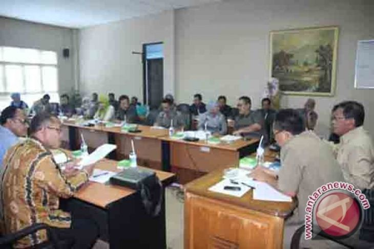20 anggota Panwaslu kelurahan Banjarbaru dilantik