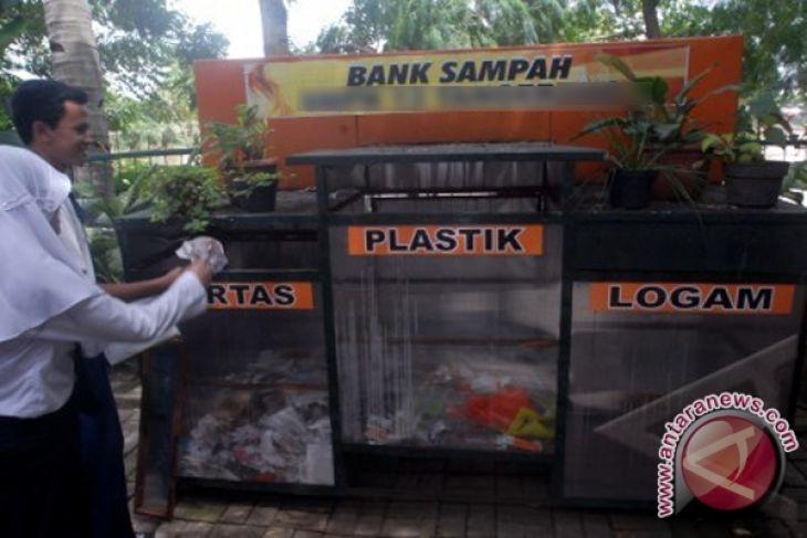 Hss Buka Sms Layanan Sampah Antara News Kalimantan Selatan