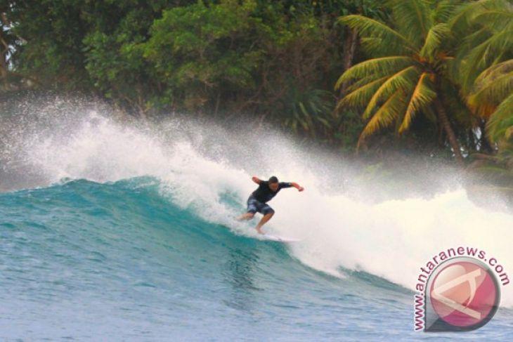 Pemkab Malang Gali Potensi Wisata Selancar Pantai Selatan