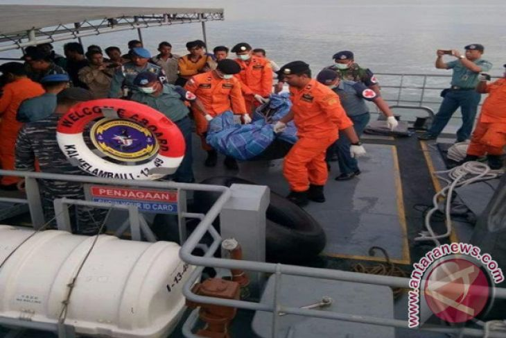 Kapal Nelayan Jateng Terbalik Di Perbatasan Kotabaru-Sulbar