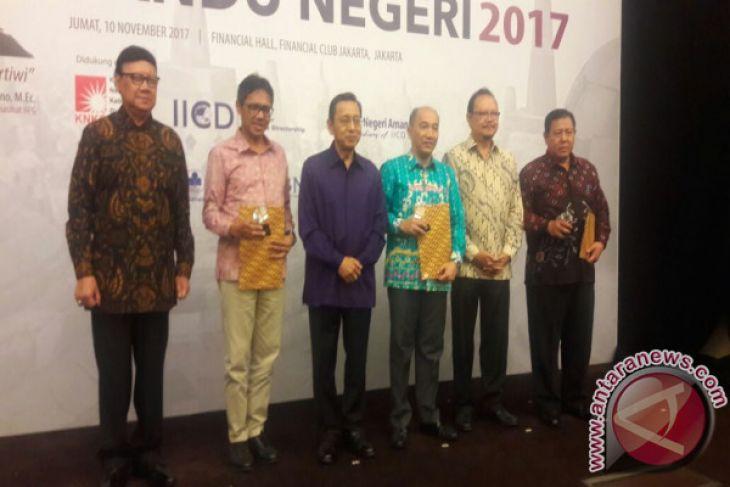 Gubernur Mendapatkan Penghargaan Anugerah Pandu Negeri