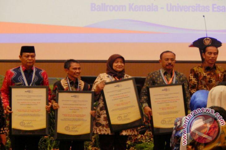 Paman Birin  Kembali Raih Anugerah Peduli Pendidikan