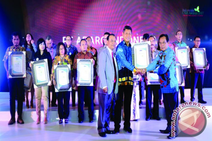 Adaro Wins CSR Platinum Awards for Culture and Education