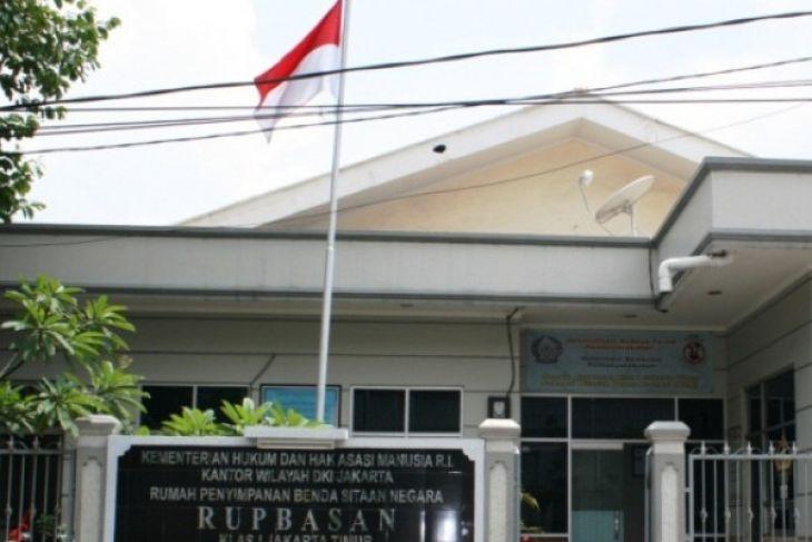 Mobil Sitaan Bupati HST Dititipkan Di Rupbasan
