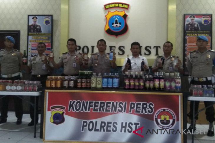 Polisi Sita Ratusan Botol Miras Di Terminal Keramat Barabai