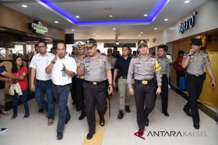 7,000 passengers per day fly through Syamsudin Noor