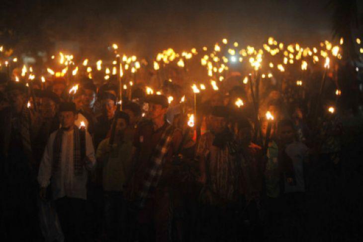 Pawai 1000 Obor Ramaikan Takbiran Di Pekanbaru Antara News
