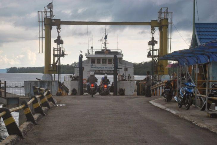 Arus penumpang kapal feri tanjung serdang-batulicin normal
