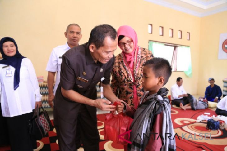 50 Anak Kecamatan Bajuin Ikuti Sunatan Massal
