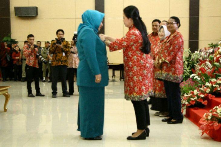 Gubernur dan istri raih penghargaan nasional