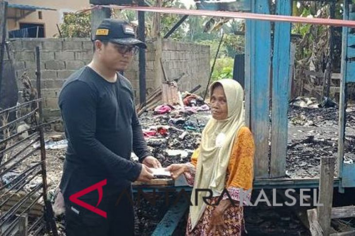 Akhmad Fahmi bantu korban kebakaran banyu barau