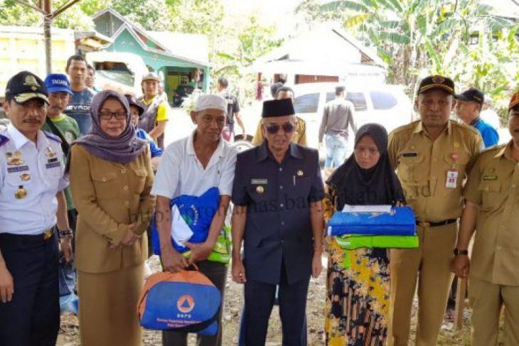 Serahkan bantuan korban kebakaran