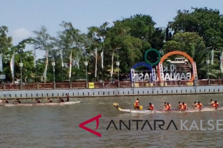 Hundreds athletes go down in South Kalimantan dragon boat race