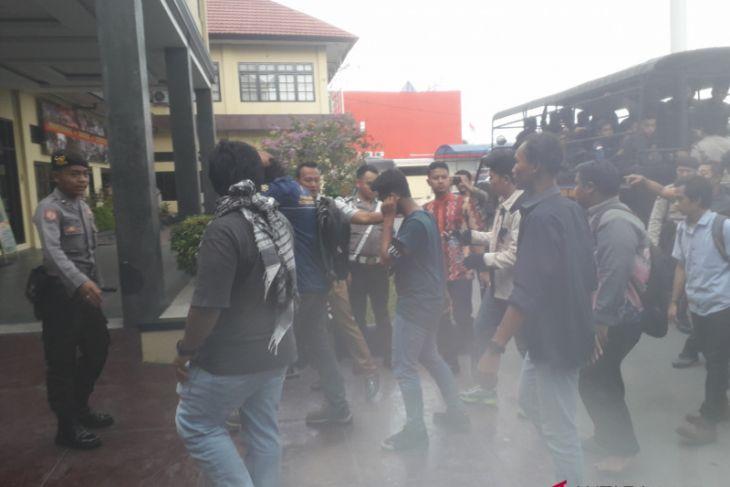 Polresta Banjarmasin amankan puluhan pengunjuk rasa anarkis