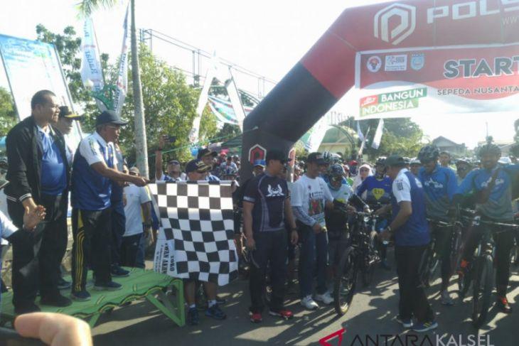 Thousands follow Sepeda Nusantara in Banjar stage