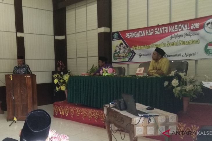 Yellow book reading competition on Santri Day