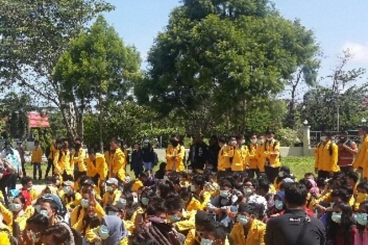 Mahasiswa anarkis di DPRD Kalsel minta maaf