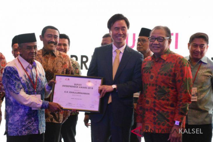 Bupati Banjar Terima Entrepreneur Award 2018
