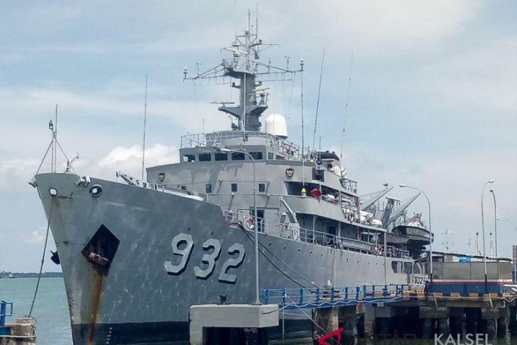 Kotabaru Navy invites people to visit the Dewa Kembar-932 warship