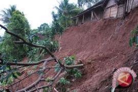 Permukiman warga di Desa Telemow Penajam terancam longsor
