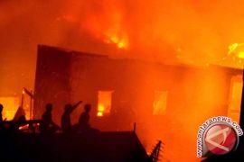 Kebakaran Hanguskan Empat Rumah Kos-kosan di Samarinda