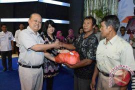 Pupuk Kaltim Bagikan 2.750 Paket Sembako