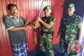 Prajurit Perbatasan Amankan Empat Senjata Api